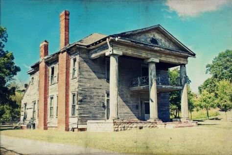 Abandoned plantation home-rural decay Birmingham, Alabama. Photographer Michelle Summer